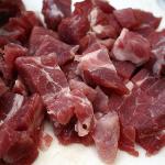 Podzharivaem mjaso1 150x150 Салат с жареным мясом
