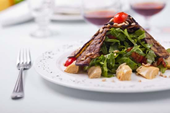 Мясной салат с баклажанами