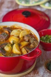 Баранина в соусе с овощами