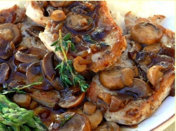 Свинина тушеная с грибами в духовке
